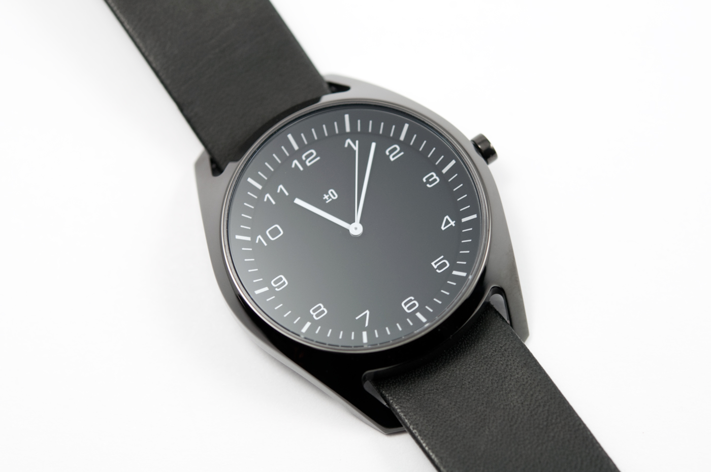 wrist-watch-black-leather-03