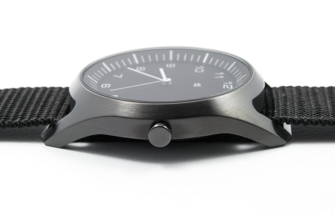 wrist-watch-black-nylon-07